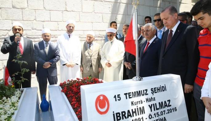 Erdoğan ve Yıldırım 15 Temmuz Şehitliğini ziyaret etti