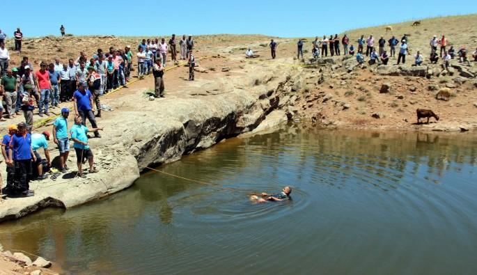 Genç çoban serinlemek için girdiği gölette boğuldu