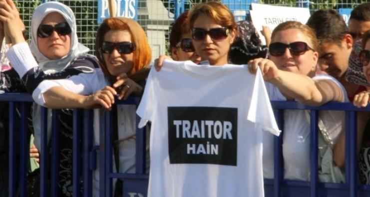 'Hero' tişörtüne bu tişört ile karşılık verdiler