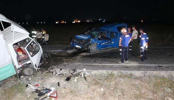 Kütahya'da trafik kazası: 1 asker şehit,  3'ü asker 7 yaralı
