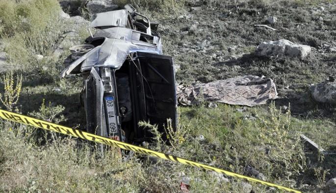 Tekerleği patlayan otomobil takla attı, sürücüsü öldü