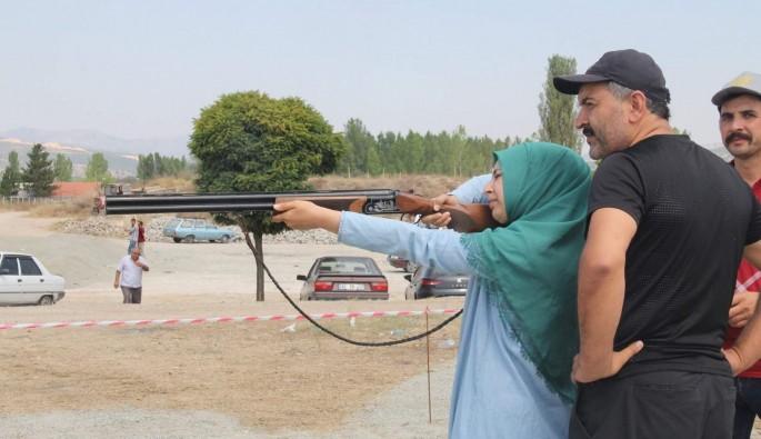 14 yaşındaki Zehra attığını 12'den vuruyor