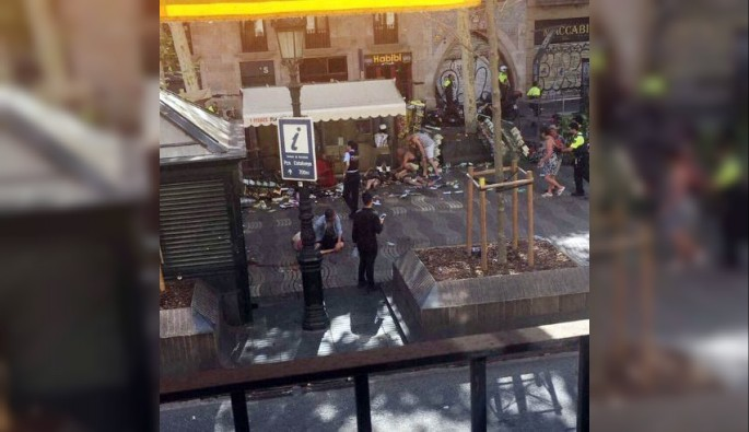 Barselona'da araçlı ve silahlı saldırı