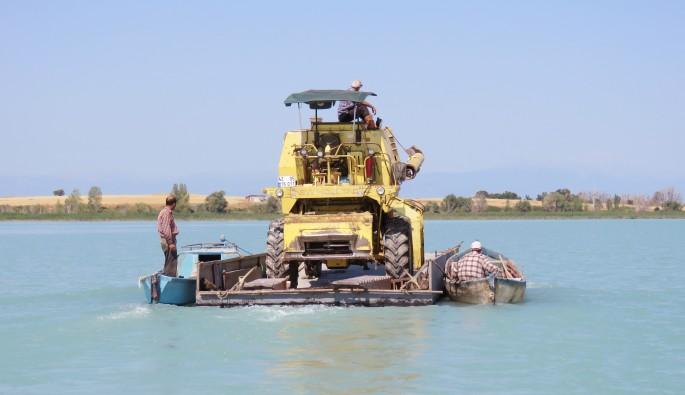 Biçerdöver Beyşehir Gölü'nü yüzerek geçti