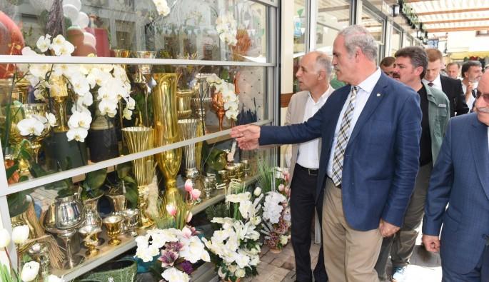 Bursa'da çiçekçiler çarşısı yenilenen yüzüyle hizmete başladı