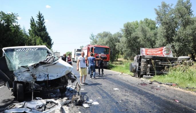Bursa'da feci kaza: 2'si ağır 6 yaralı