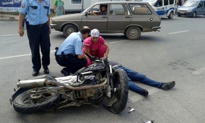 Bursa'da otomobil motosiklete çarptı: 1 yaralı
