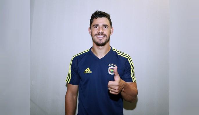 Fenerbahçe, Giuliano ile sözleşme imzaladı
