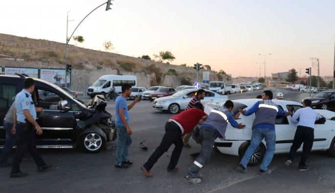 Freni boşalan kamyon, kırmızı ışıkta bekleyen araçlara çarptı: 5 yaralı