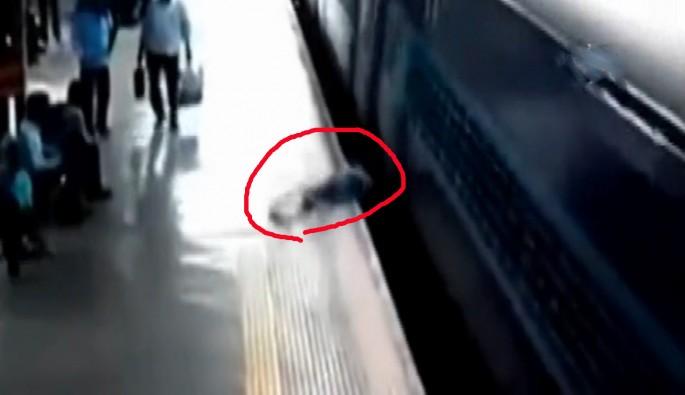 İnmeye çalıştığı trenin altında kaldı