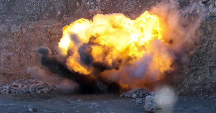 Şırnak'ta bombalı araç imha edildi, 2 terörist etkisiz hale getirildi