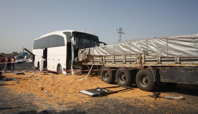 Ankara'da otobüs tıra çarptı: 3 ölü, 46 yaralı