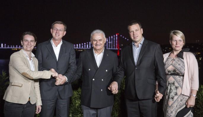 Başbakan Yıldırım, çalışma yemeğinde başbakanlarla bir araya geldi