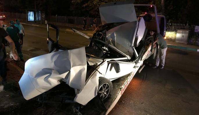 Bursa'da aşırı hız yapan araç duvara çarptı: 2 kişi yaralandı