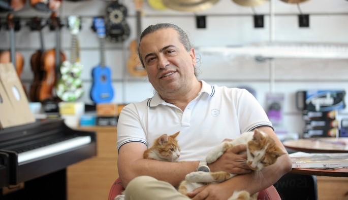 Bursa'da kedi beslediği için kendisiyle tartışan kişiden şikayetçi oldu