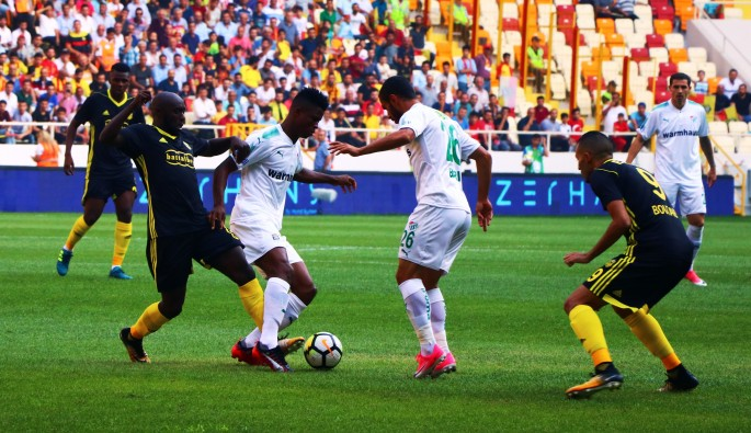 Bursaspor ilk yarıyı 2-0 önde kapattı