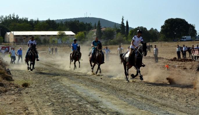 Rahvan atları Orhaneli'nde yarıştı