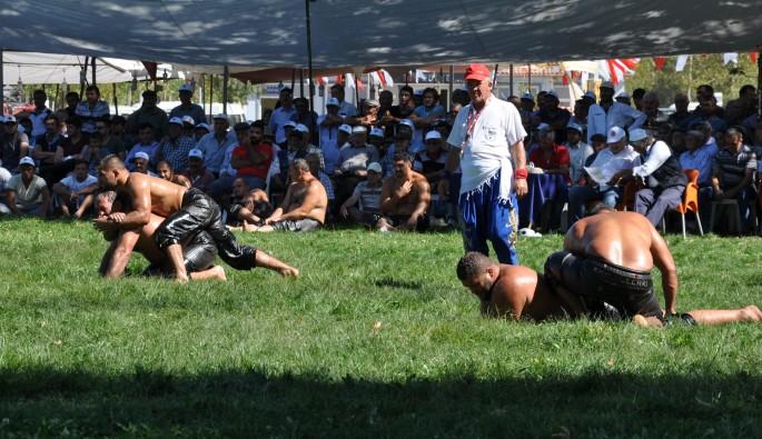 Simav'da geleneksel yağlı güreş turnuvası