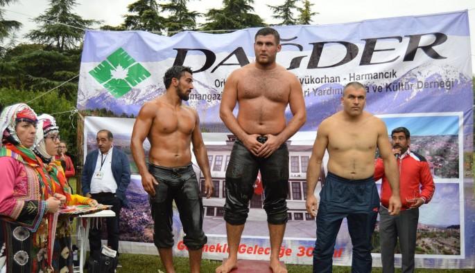 8. DAĞDER Yağlı Güreşleri'ni 'Kazan' kazandı