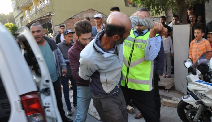 Balıkesir'de uyarı yapan polise çirkin saldırı