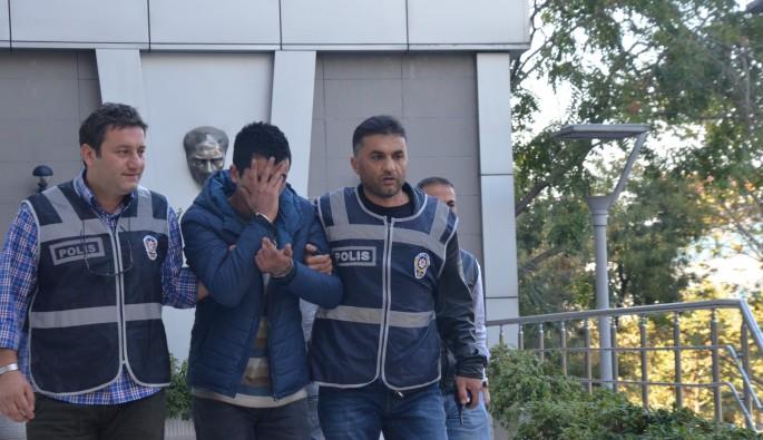 Bursa'da kapkaç yaptığı telefonu satarken yakalandı