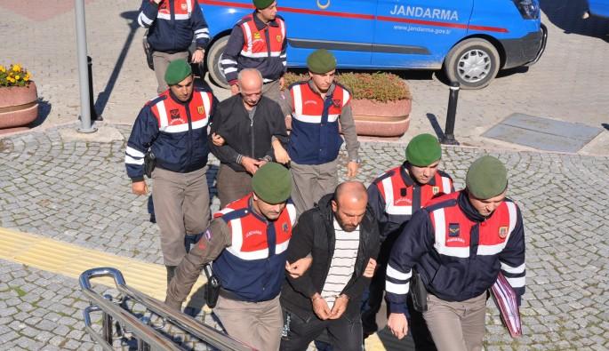 Bursa'da meyve hırsızı kayınpeder ve damat yakalandı