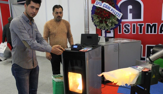 Bursa Tarım Fuarı'nda talaş yakıp duman çıkarmayan soba