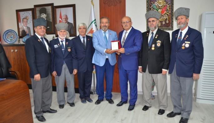 Gaziler İznik Belediyesi'ni kuşattı