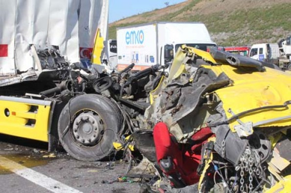 İstanbul-Edirne yolunda feci kaza! Kuzey Marmara Otoyolu trafiğe kapandı