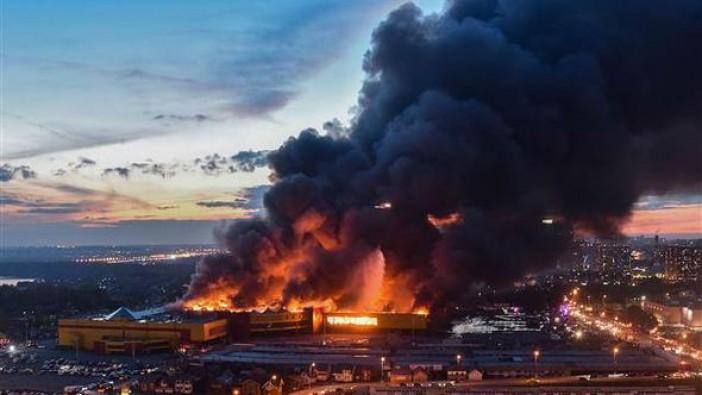 Moskova'da AVM'de korkunç yangın: 3 bin kişi tahliye edildi