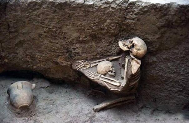 Sır çözüldü: Binlerce yıl önce birbirlerine sarılarak öldüler