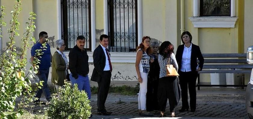 Teröristlerin cenazesinde alışıldık manzara: HDP'li vekiller
