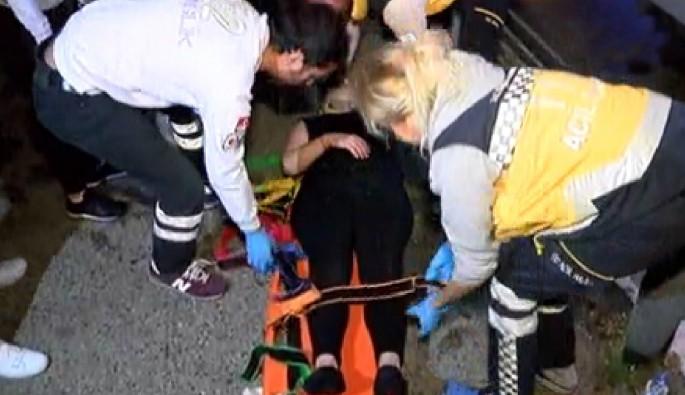 Üsküdar'da ayağı takılan genç kız denize düştü