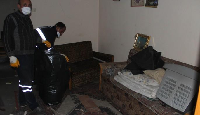 10 Yıldır kullanılmayan evden 2 kamyon çöp çıktı