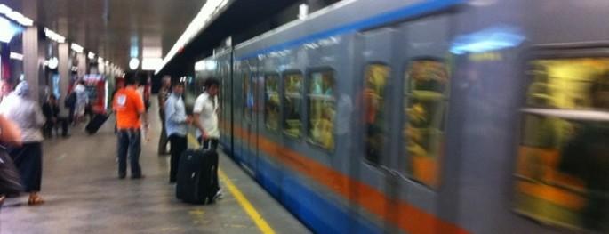 AHL Metro'da şüpheli çanta alarmı!
