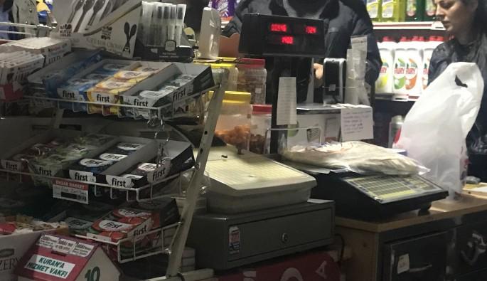 Bursa'da markete silahlı soygun! O anlar güvenlik kamerasında