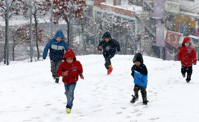Bu il ve ilçelerde eğitime kar engeli!