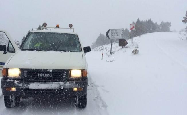 Bursa'da kar bastırdı! O yol ulaşıma kapandı