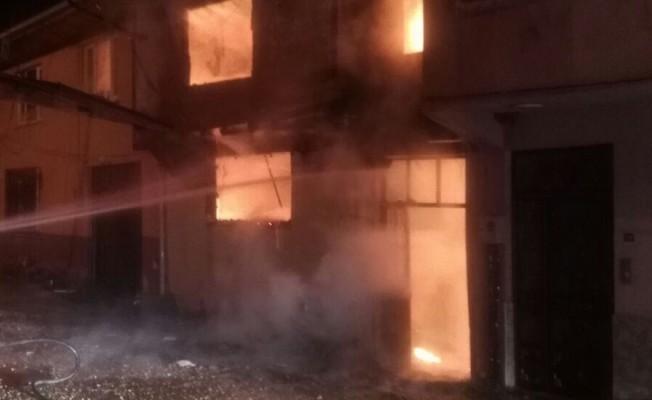Bursa'da kardeşlerin evleri alev alev yandı