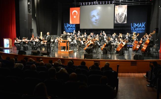 Bursa'da Limak Flarmoni Orkestrası'ndan Zeki Müren şarkıları