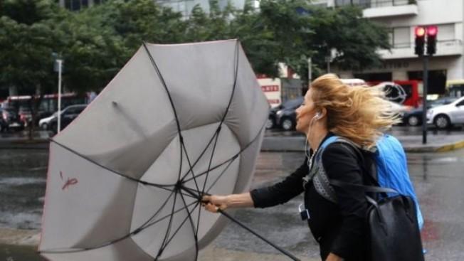 Bursa'da şiddetli lodos, zor anlar yaşattı