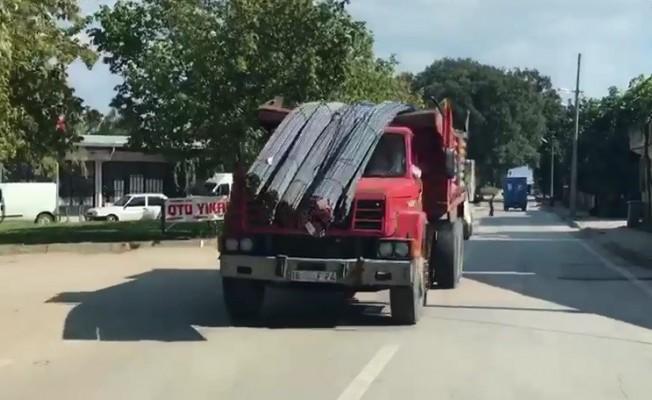 """Bursa'da trafik canavarının """"demir gözleri"""" dehşet saçtı"""