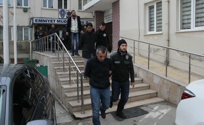 Bursa'da uyuşturucu satıcılarına operasyon anı kameralarda