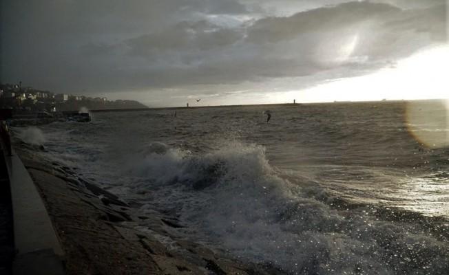 Marmara Denizi'nde lodos! Deniz ulaşımını da felç etti