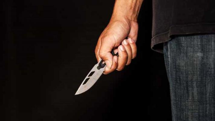 Yemek yapan eşini mutfakta bıçakladı! Kendini ihbar etti