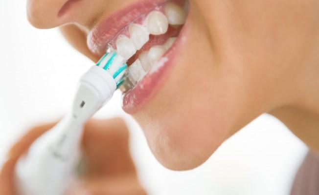 Bilinçsiz şarjlı diş fırça kullanımı diş sağlığını bozuyor