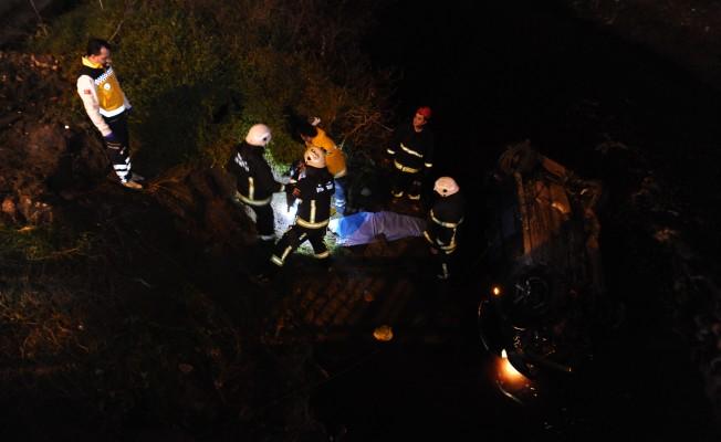 Bursa'da araç atık su kanalına uçtu! 1 ölü