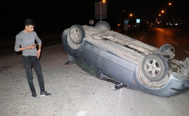 Ehliyetsiz sürücü takla atan araçtan burnu kanamadan çıktı