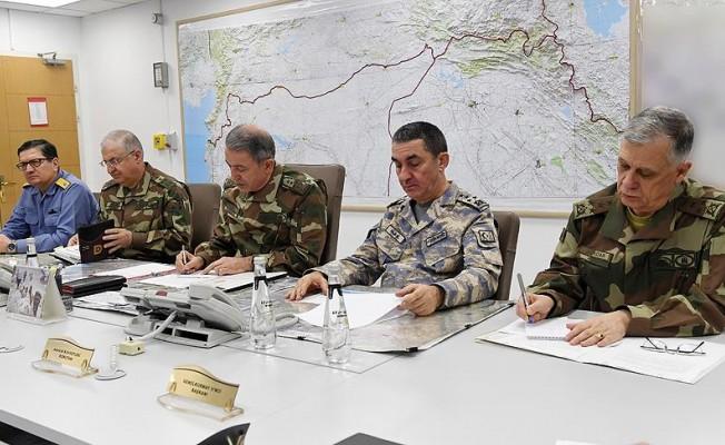 Genelkurmay Başkanı Akar Suriye sınırında!