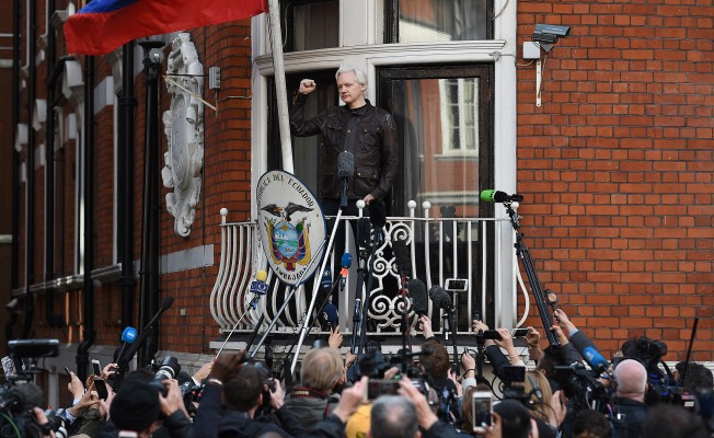 İngiltere Assange'a diplomatik statü vermeyi reddetti